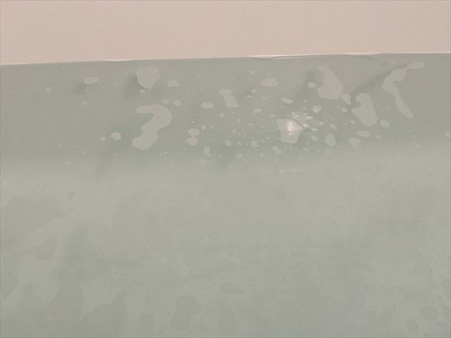 泡立つ浴槽の画像