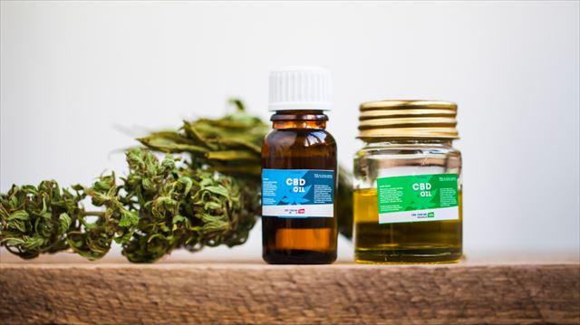 2つのCBD製品と麻の画像