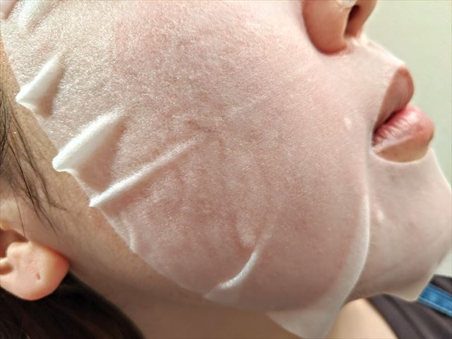 フェイシャルマスクをつけた女性の画像
