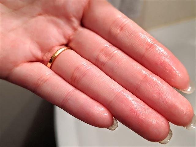 保湿された指先の画像