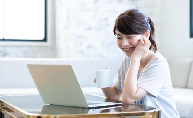 オンラインカウンセリングを受ける女性の画像